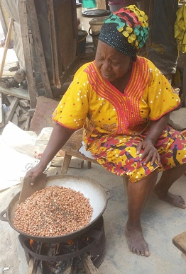 How to roast peanuts with sand locally